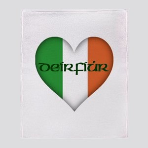Sister in Gaelic (Heart) Throw Blanket