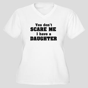 don't scare me daughter Women's Plus Size V-Neck T