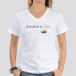 Grandma to bee Women's V-Neck T-Shirt