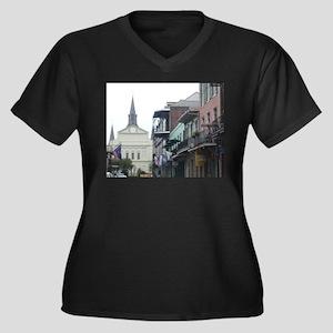 New Orleans French Quarter Women's Plus Size V-Nec