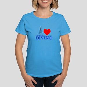 Love (heart) Diving Women's Dark T-Shirt