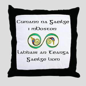 Cumann na Gaeilge i mBoston Throw Pillow