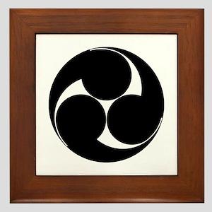 Hidari mitsu tomoe Framed Tile