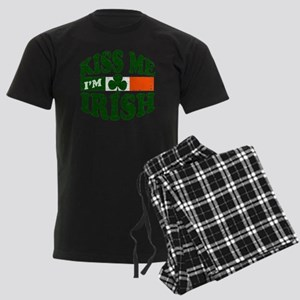 Kiss Me Im Irish Men's Dark Pajamas