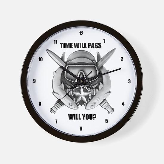 9 in Classroom Clock