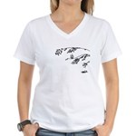 Owl in tree branches - wind Women's V-Neck T-Shirt