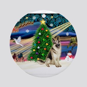 Xmas Magic/Ger Shepherd (#2) Ornament (Round)