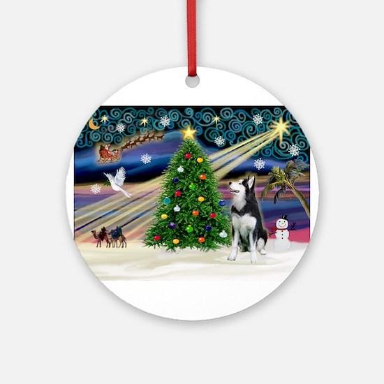 Xmas Magic/Siberian Husky 1 Ornament (Round)