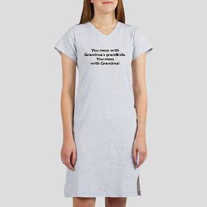 Don't Mess with Grandma's Gra Women's Nightshirt