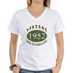 Vintage 1952 Retro Women's V-Neck T-Shirt