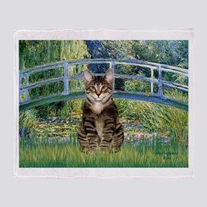 Bridge / Brown tabby cat Throw Blanket