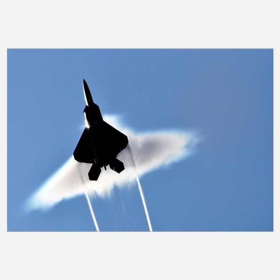 A US Air Force F22 Raptor aircraft executing a sup
