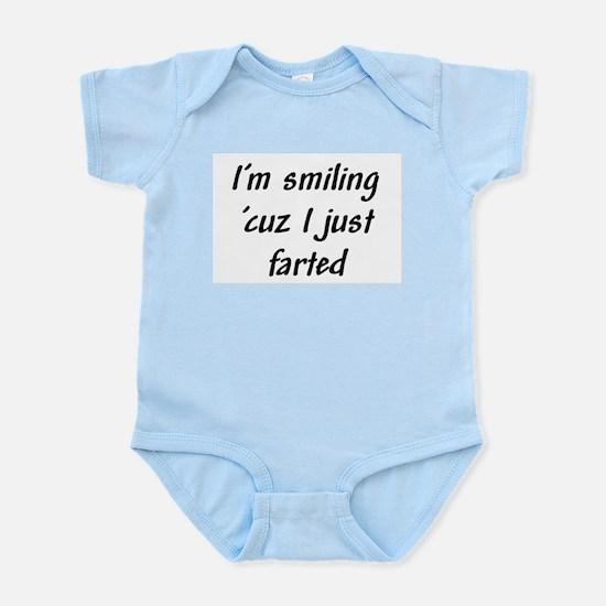 I'm smiling 'cuz I just farte Infant Bodysuit