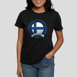 Finland Wreath Women's Dark T-Shirt