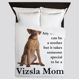 Vizsla Mom Queen Duvet