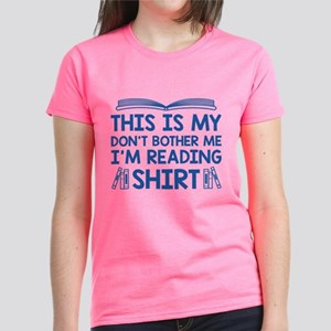 I'm Reading Women's Dark T-Shirt