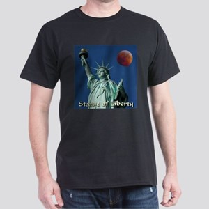 Statue of Liberty Awesome Red Moon Dark T-Shirt