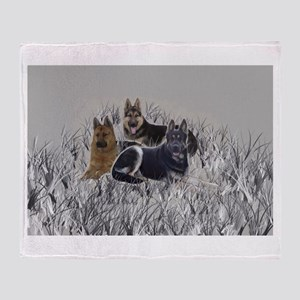 german shepherds in the grass Throw Blanket