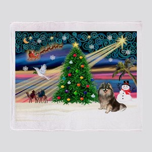 XmasMagic/Pom (prti) Throw Blanket