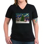 Xmas Magic & Pug Women's V-Neck Dark T-Shirt