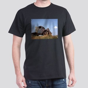 The Hamptons: Old Potatoe Farm Truck Dark T-Shirt