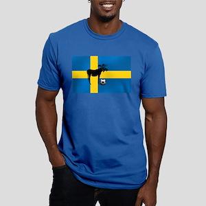 Sweden Soccer Elk Flag Men's Fitted T-Shirt (dark)