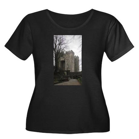 Bunratty Castle Women's Plus Size Scoop Neck Dark