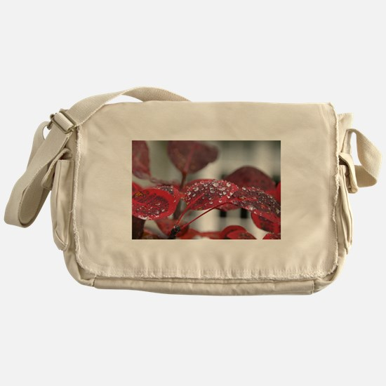 Dew on red leaves, Messenger Bag