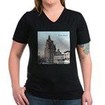 Grunge Wisconsin Flag Women's V-Neck Dark T-Shirt