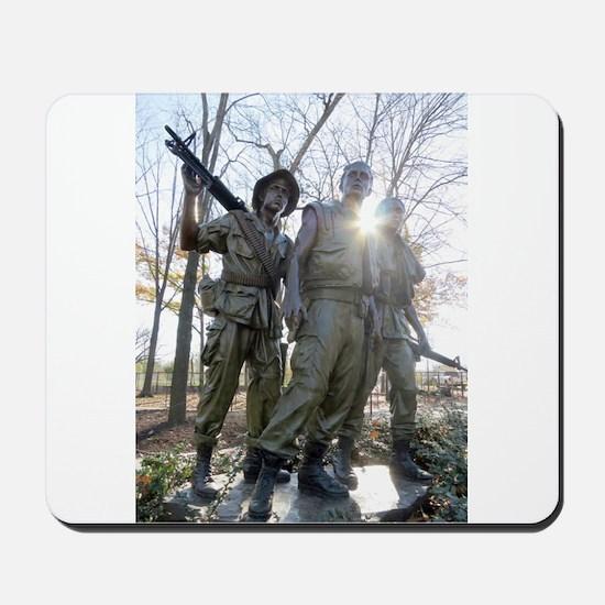 Vietnam war memorial three service men Mousepad