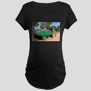 Old tractor and cart, El Camino, Maternity T-Shirt