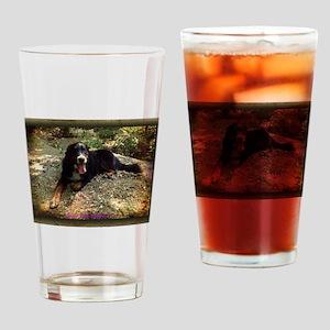 Berner atop Stream Bed, rustic frame Drinking Glas
