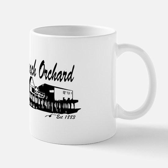 Old Orchard Beach ME - Pier Design. Mug