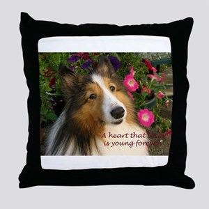 A heart that loves Throw Pillow