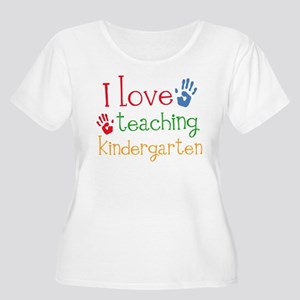 I Love Kindergarten Women's Plus Size Scoop Neck T