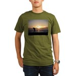 Playing Golf At Sunset Organic Men's T-Shirt (dark