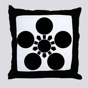 Kaga ume-bachi 1 Throw Pillow