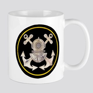 3-Bolt Dive Helmet and Anchors Mug
