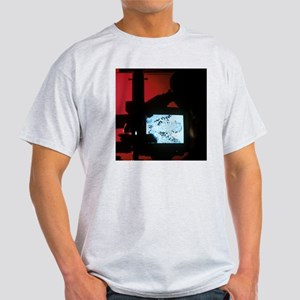 Cancer research - Light T-Shirt
