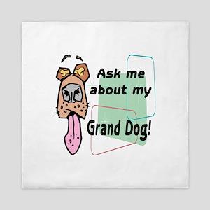 grand dog Queen Duvet