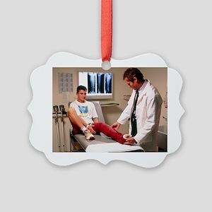 Doctor examining full leg cast of patient - Pictur