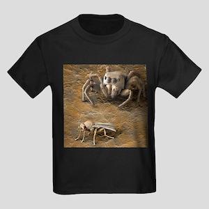 Spider stalking prey, SEM - Kid's Dark T-Shirt