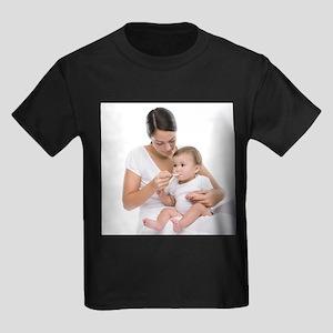 Baby taking medicine - Kid's Dark T-Shirt