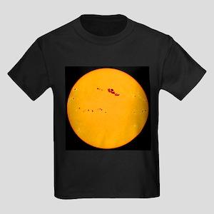 Large sunspot group - Kid's Dark T-Shirt