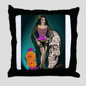 Latina Muertos Pin-up in Long Black Veil Throw Pil