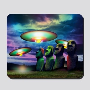 UFOs over statues - Mousepad