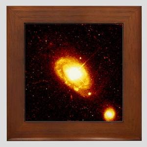 Quasar PG 0052 251 at the centre of a galaxy - Fra