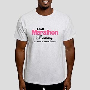 Half Marathon Mommy Peace Qui T-Shirt