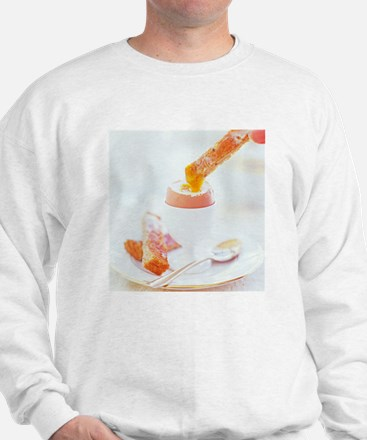 Eating a boiled egg - Sweatshirt