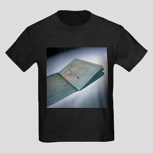 Biometric passport chip - Kid's Dark T-Shirt